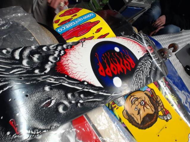 Skateboard roskop eye red
