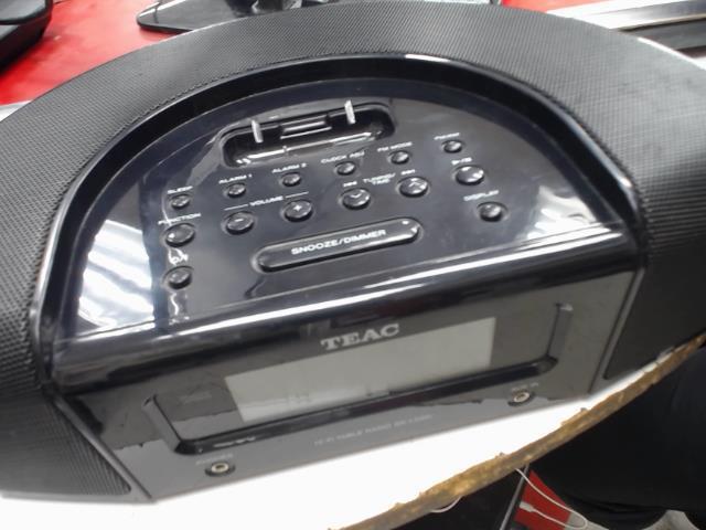 Speaker hub ipod radio