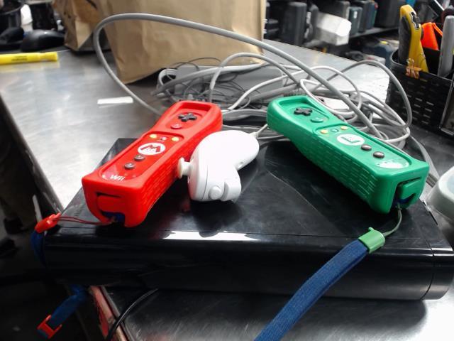 Wii u avec accessoire et 2 manettes