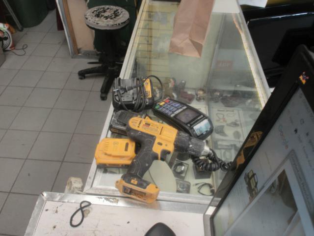 Drill dewalt avec 1 batt+ chargeur