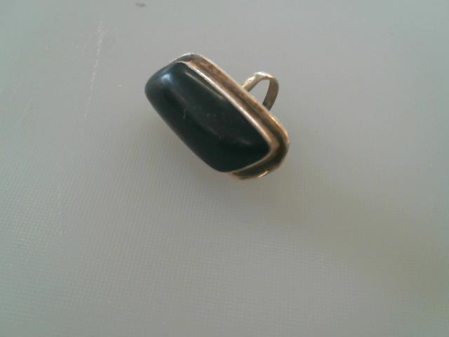 Bague avec grosse pierre noire