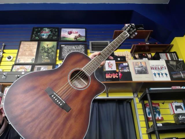 Guitar acoustic ds cave