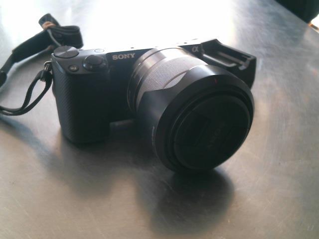 Camera 16.1 mp mirorless+ lens /chargeur