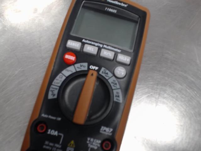 Multimetre dans case