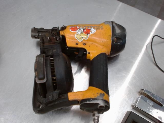 Cloueuse roofing coil nailer
