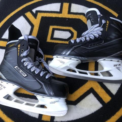Patins de hockey supreme (taille 10.5an)