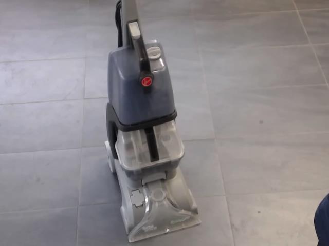 Shampouineuse a tapis grise