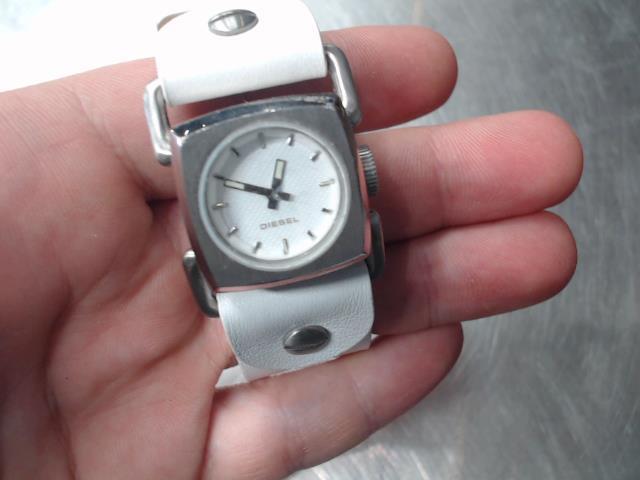 Montre bracelet cuir blanc carrÉ