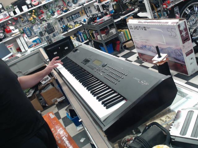 Keyboard bon etat av pedal sustain
