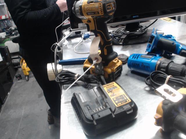 Impact drill dewalt avec batterie